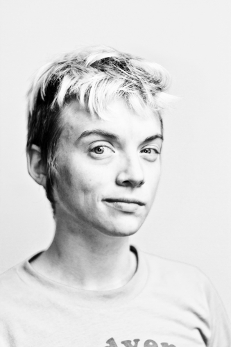 Allison Daniel. Puppeteer and performer. Portrait.
